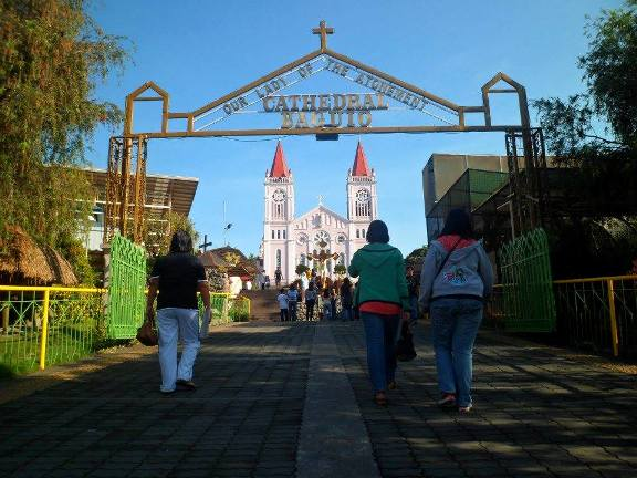 baguio-cathedral-entrance